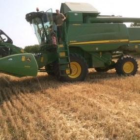 O companie agricolă din Drochia a înlocuit cu succes vechea combină pe una nou-nouță