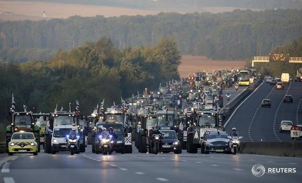 """Știu fermierii francezi cum să protesteze! IATĂ ce au obținut după """"Marșul tractoarelor de la Paris"""""""