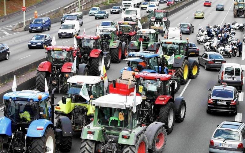 FOTO. Fermierii francezi au blocat Parisul pentru a obține ajutor de la Guvern