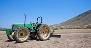 Mașinile de curățat cu înaltă presiune, foarte bune și la curățatul tehnicii agricole