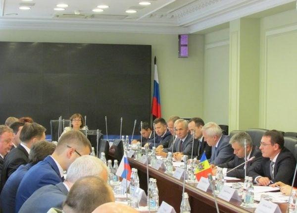 Circa 100 de producători de fructe ar putea primi dreptul de a exporta producția în Rusia
