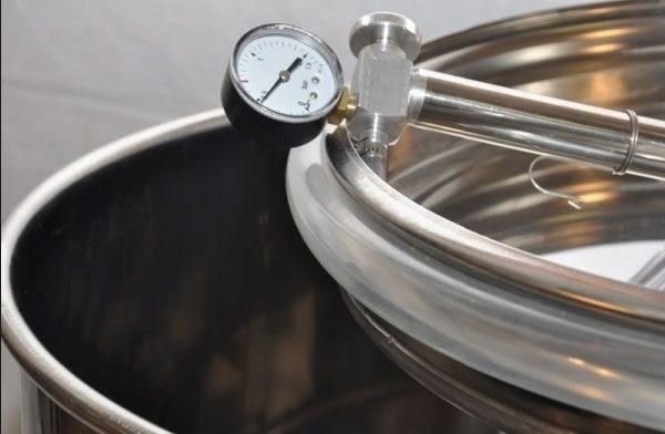 Butoaie din inox cu capac floatant – un lucru foarte necesar pentru vinificatori