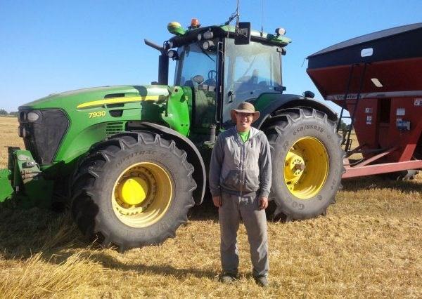 VIDEO. Un fermier din Canada și-a asamblat un tractor John Deere care se conduce singur